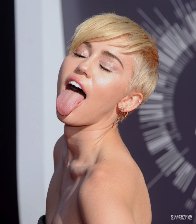 Dicks in miley cyrus naked, selenagomez anal