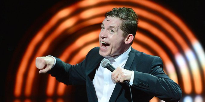 A very happy birthday to stand-up superstar Lee Evans, who turns 54 today.