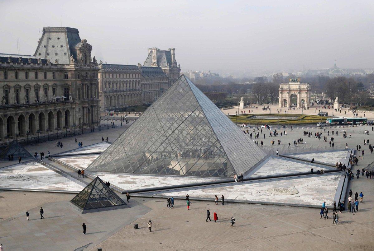 Paris. La circulation des voitures bientôt interdite devant la pyramide du Louvre? https://t.co/hjcGFmbZV1