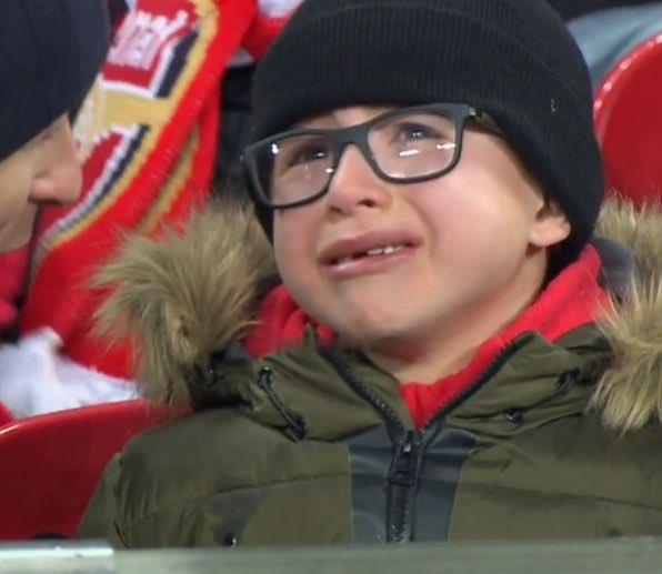 مشجع أرسنال يبكي بعد هدف السيتي الثالث
