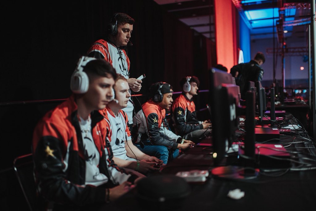 #HaloWC London Grand Finals:  @team_infused vs. @Vexed_GG  🖥️ Watch: https://t.co/u40YTYur20 ⌨️ Discuss: https://t.co/pilvAI2hRh 📷 @team_infused