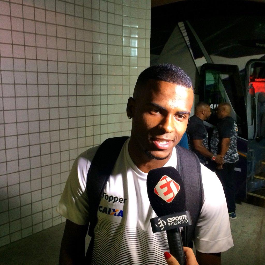 Chegou! O Glorioso já está no Nilton Santos para o duelo desta tarde. Ezequiel pediu concentração por segunda vitória consecutiva na Taça Rio! #VamosFOGO ⭐️