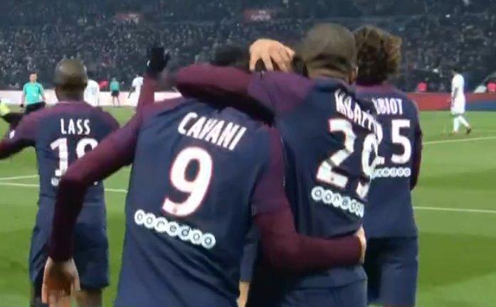 Cavani marca mais um para o PSG! 3 a 0 para o time de Paris. Acompanhe aqui --> https://t.co/HQzcid7ajs