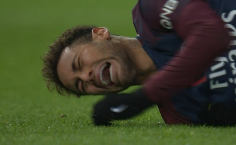 إصابة نيمار فى مباراة باريس سان جيرمان ومرسيليا