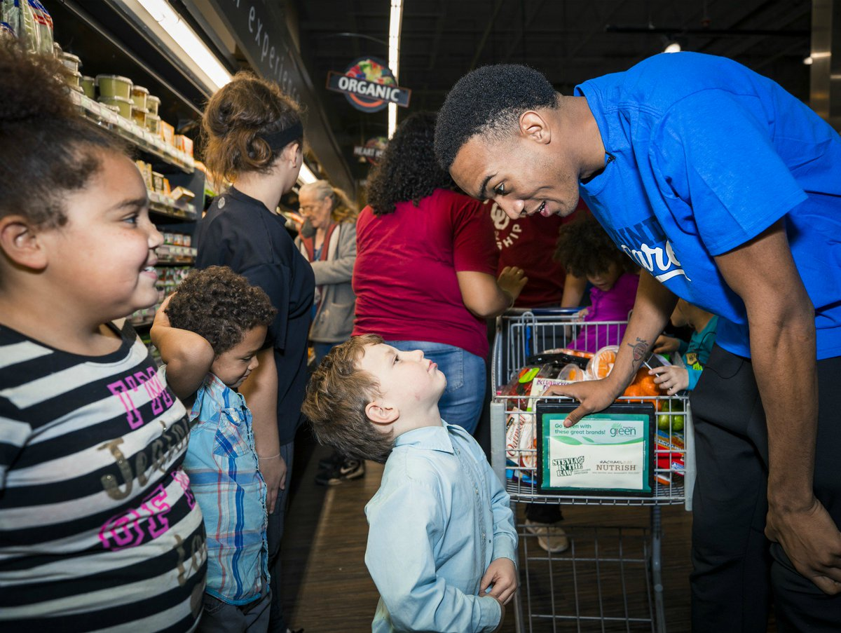 Earlier today, @the2kferguson took an OKC family on a shopping spree to stock up on groceries 🛒