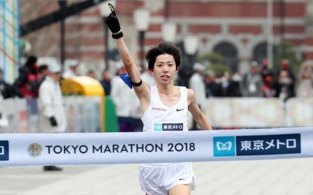 東京マラソン 2時間6分11秒で16年ぶりに日本記録更新できました。 30k以降苦しい場面もありましたが、沿道の声援が1番力になりました! たくさんのお祝いメッセージありがとうございました!
