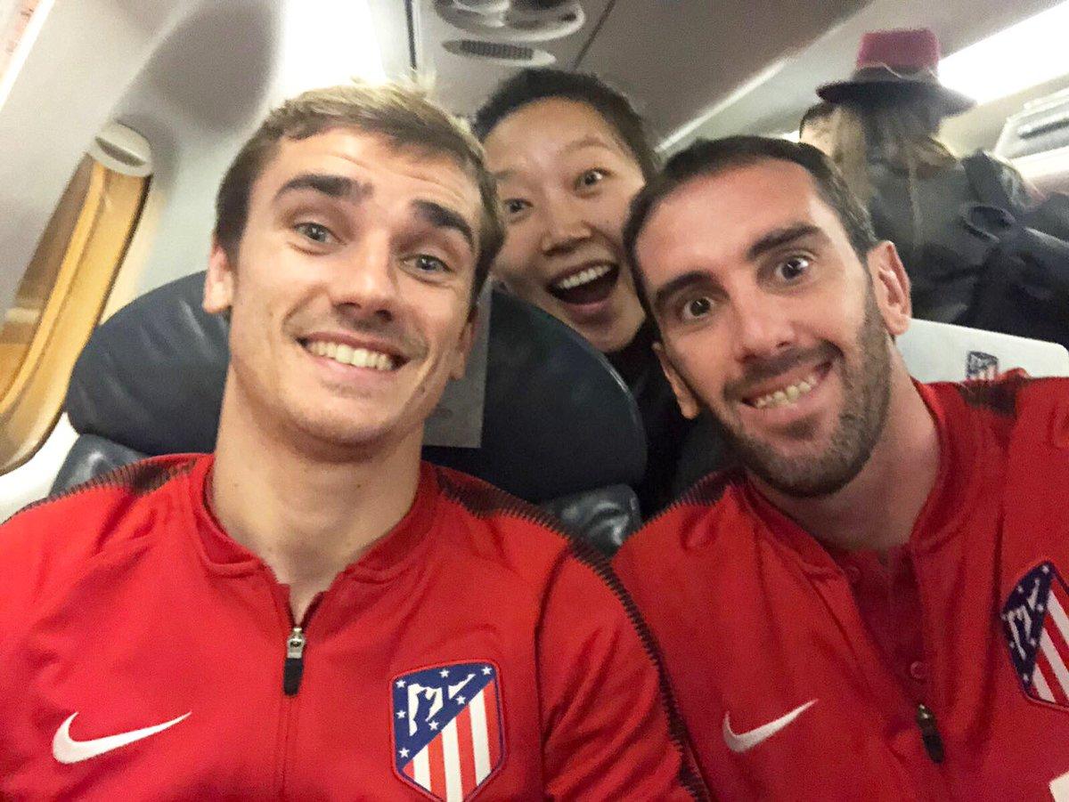 Con @AntoGriezmann y Yu, nuestra gestora del Instagram del @Atleti! Gran resultado y gran partido del equipo!! 💪👍
