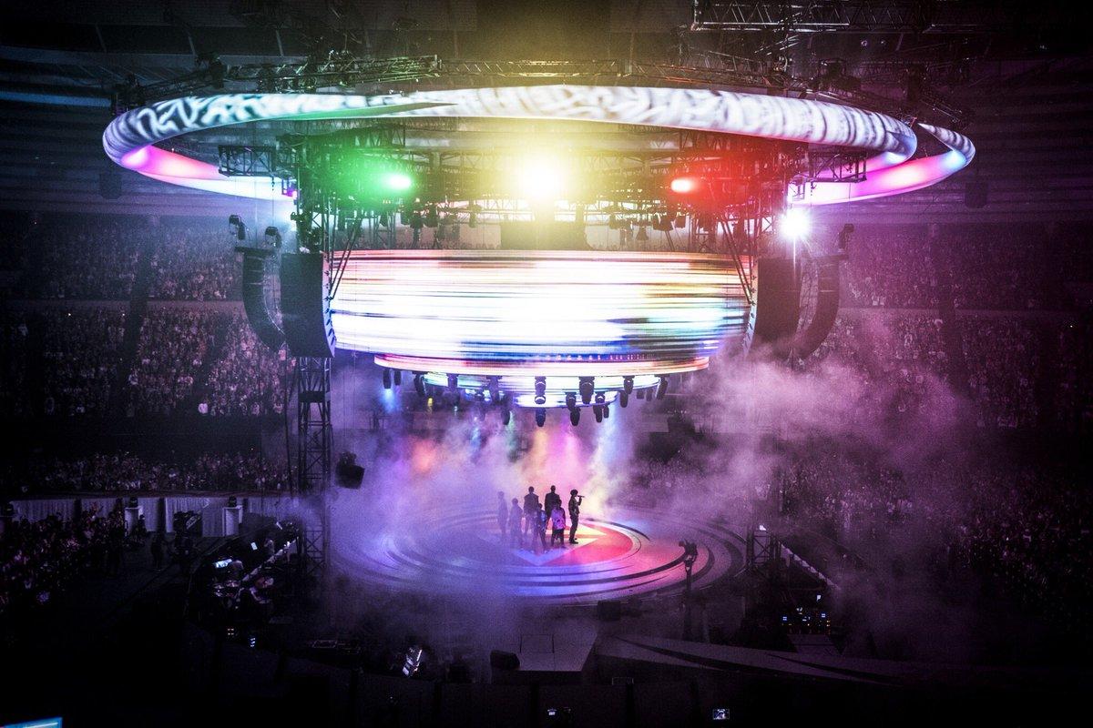 """発売まであと2日‼️  2/28(水)発売✨ 『GENERATIONS LIVE TOUR 2017 """"MAD CYCLONE""""』LIVE DVD & Blu-ray   ▼特設サイトはこちら▼ avex.jp/gene-madcyclon…"""