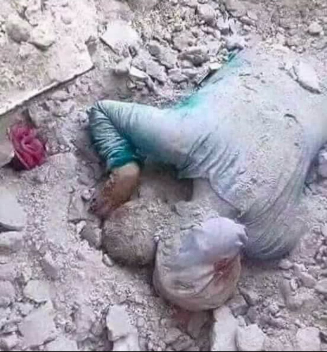 The world is coming to an end or has it already ended for the Syrians ? #SaveSyria #SaveGhouta #SaveSyrianChildren YA ALLAH RAHAM.