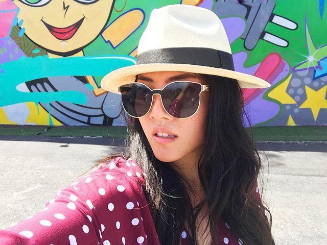 Good morning New York, looks like you could use some Miami Color ☀️✌️✨ . . . . . . . . . . . . . . #miamidays #miamiartscene #wynwoodmiami #wynwoodwalls #miamiartdistrict #suziitravels #weekendgetaway #aninebing #karenwalkereyewear #polkadots #oo…