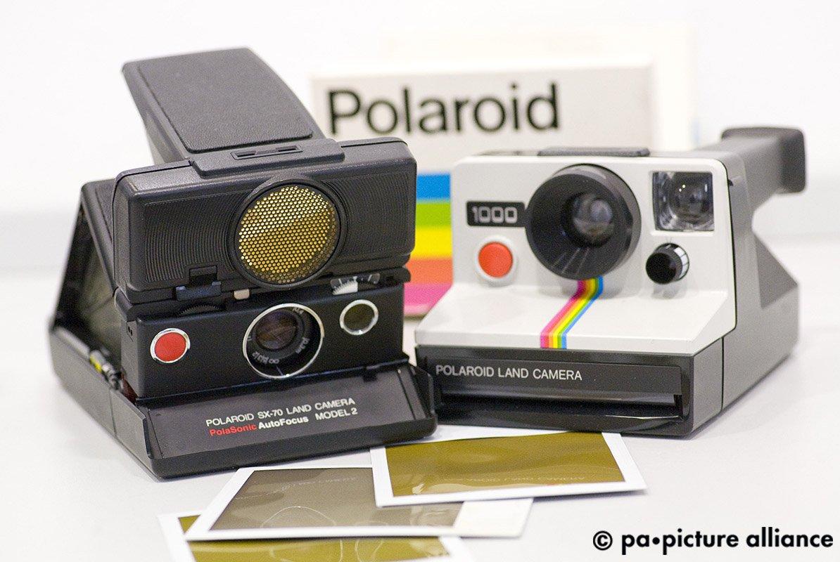 #OnThisDay 1947: Edwin Land präsentiert die von ihm entwickelte erste Sofortbildkamera seiner Firma Polaroid.