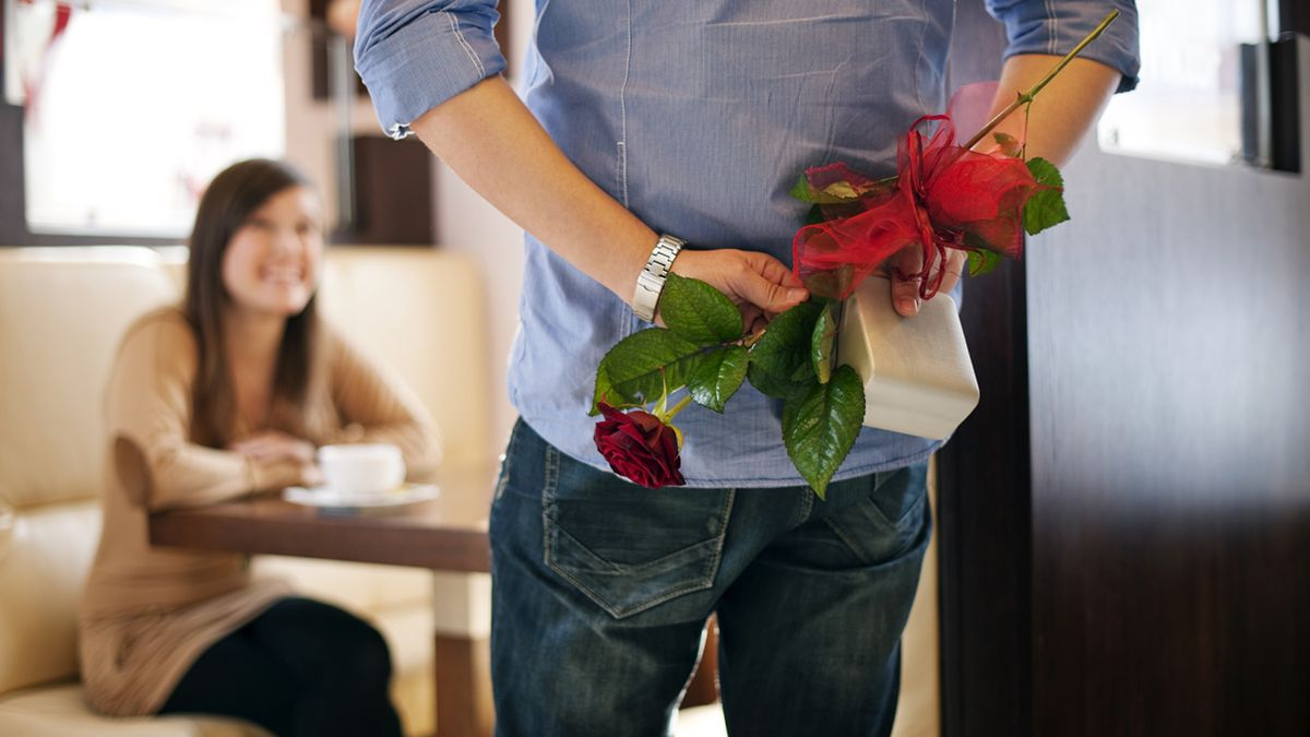 Here's What Valentine's Day Gifts REALLY Mean clckhl.co/prsMUQO