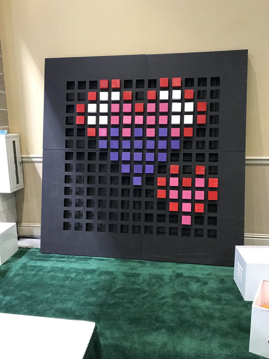 Love the Valentines love of the big @bloxelsbuilder board at #METC18!!!! <br>http://pic.twitter.com/CNd0Q0y9fa