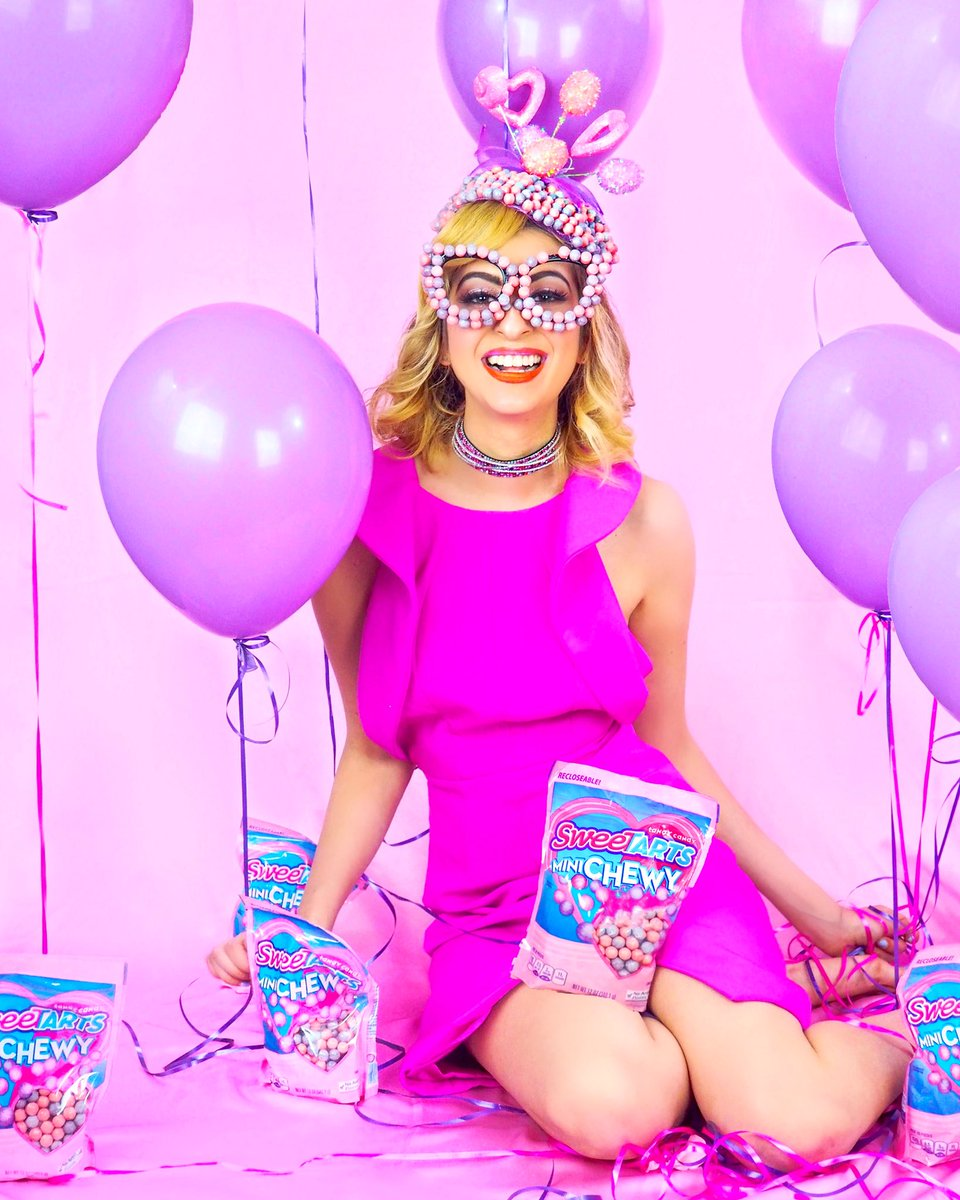 Having my official @SweeTARTSCandy #ValentinesDay partyyy today on the blog all inspired by their Mini Chewy. Click here to see the full shoot —> https://t.co/MqnLHnocgY 😍💖💜💖💜💖💜. Happy Valentine's Day!! ll #SweeTARTS #ad https://t.co/9kxwNpvqyz