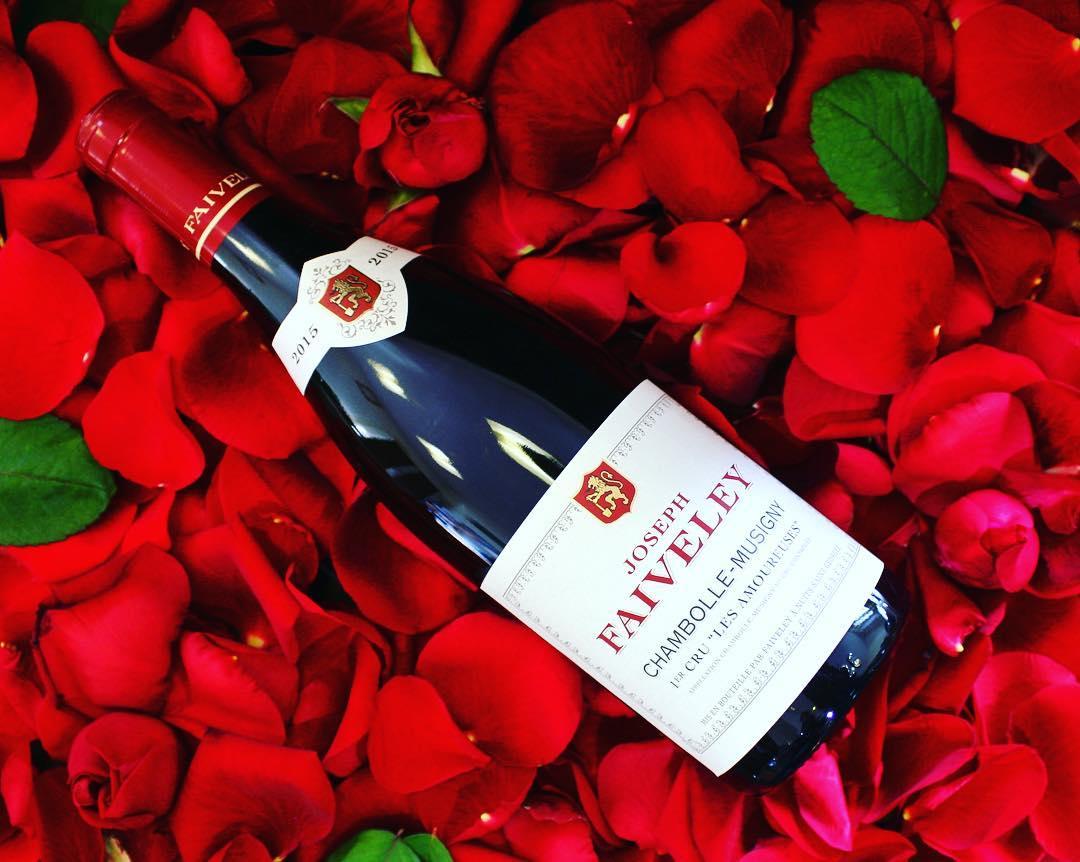 @DomaineFaiveley Joyeuse Saint Valentin!! Happy Valentine's Day!! #valentinesday #SaintValentin2018 #chambollemusigny #1ercru #lesamoureuses  pic.twitter.com/9BkeRM9Kaz