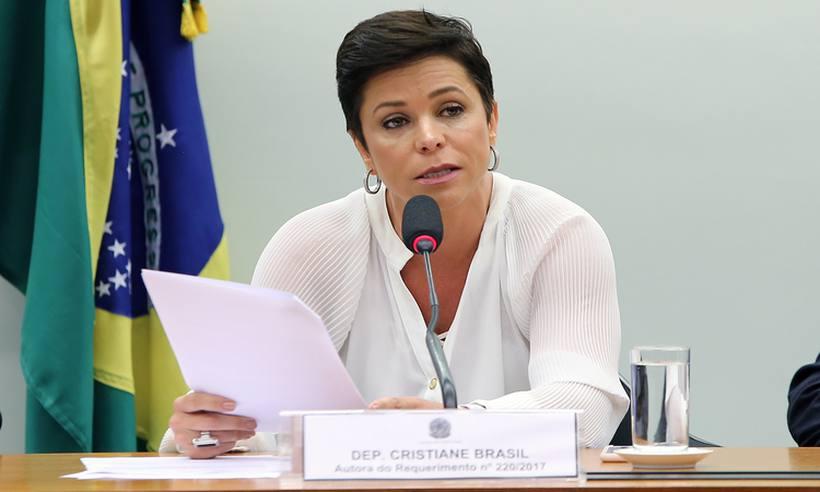 Movimento de advogados comemora decisão de Cármen Lúcia contra Cristiane Brasil https://t.co/J4GxC4YZr9