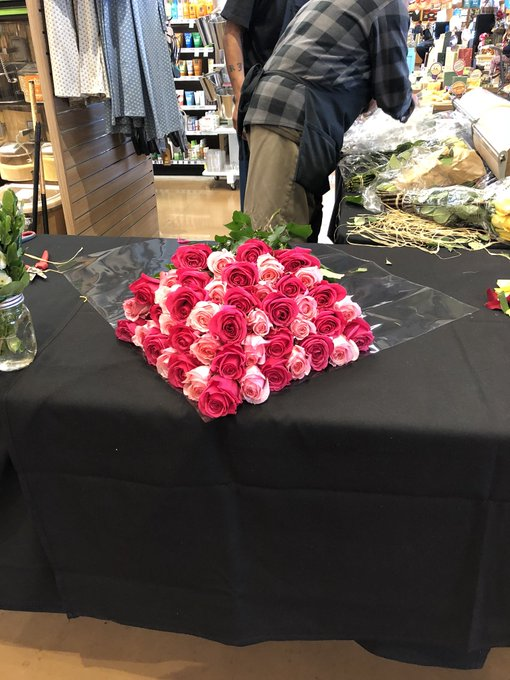 Watching the flower guy at Whole Foods https://t.co/O8COaKH2r5