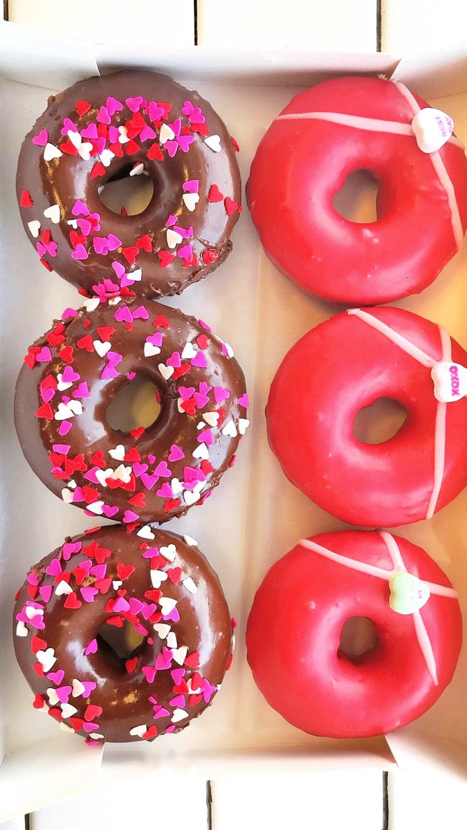 Happy Valentine's Day💓! Donut forget to get your valentine these sweet donut cakes from @UnderwestDonuts
