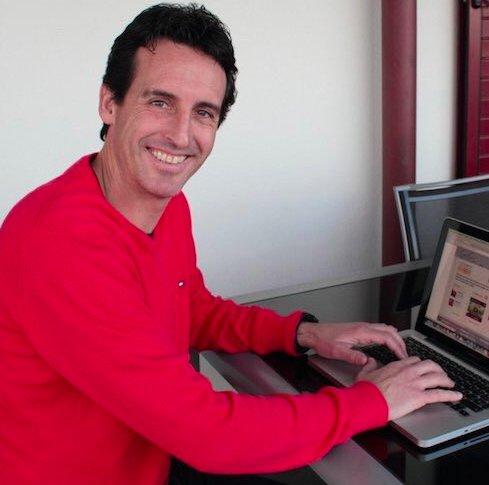 Emery actualizando su CV en InfoJobs  👉...