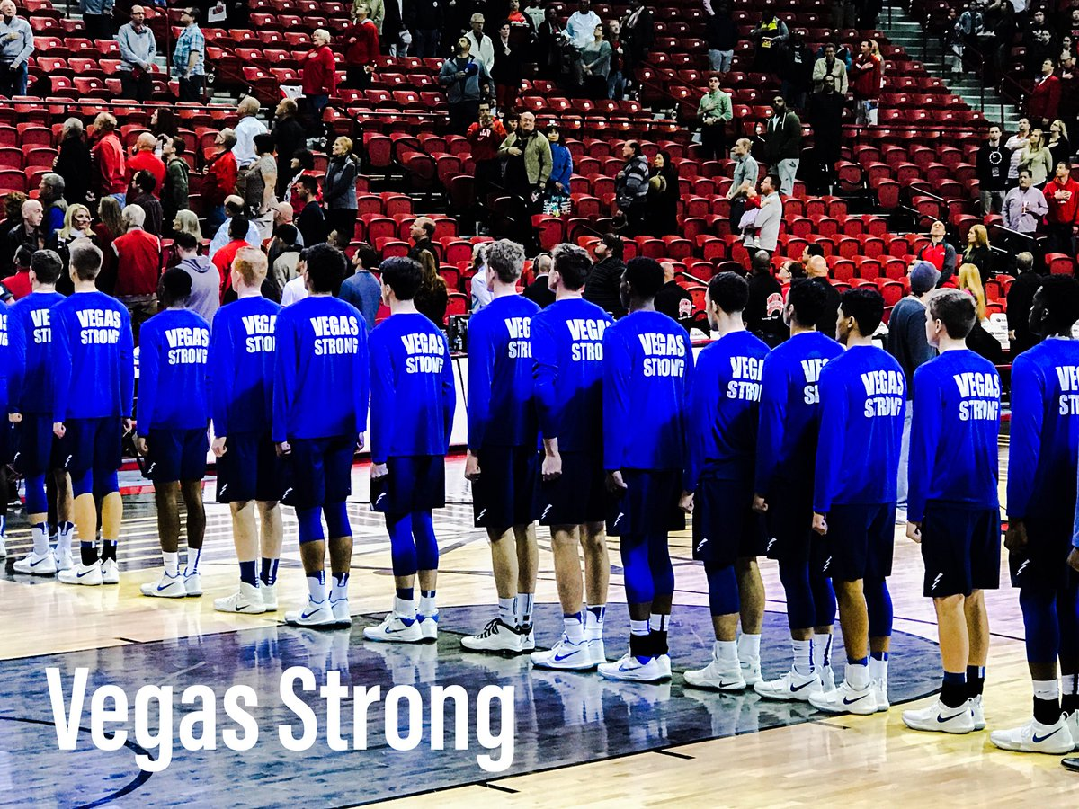 Real nice touch by Air Force Falcons in Vegas. #UNLVmbb  #vegasstrong @8NewsNow @AF_Falcons