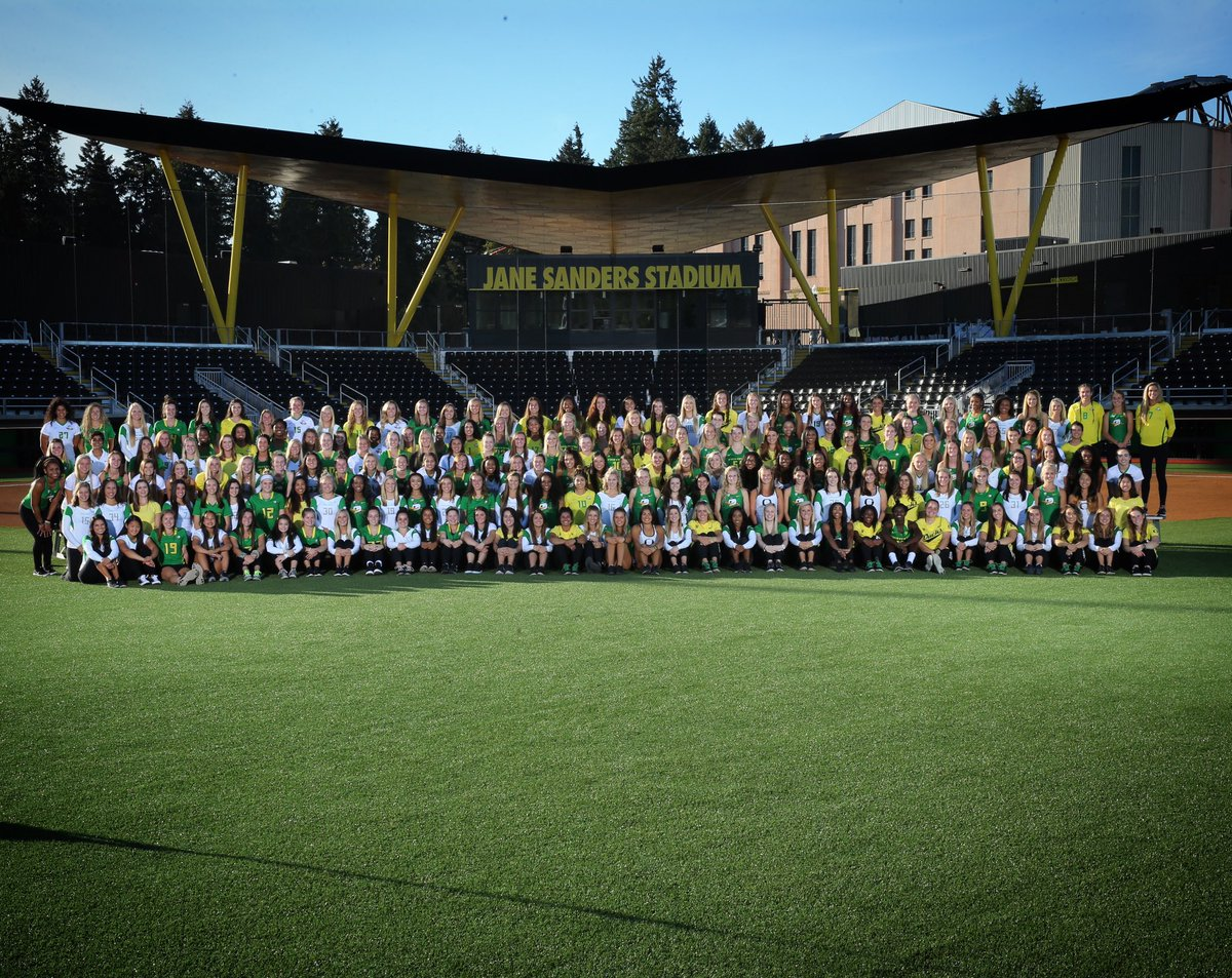 Feeling EXTRA grateful for 230+ amazing GALentines!  #galentinesday #GoDucks<br>http://pic.twitter.com/QYpFf7GEES