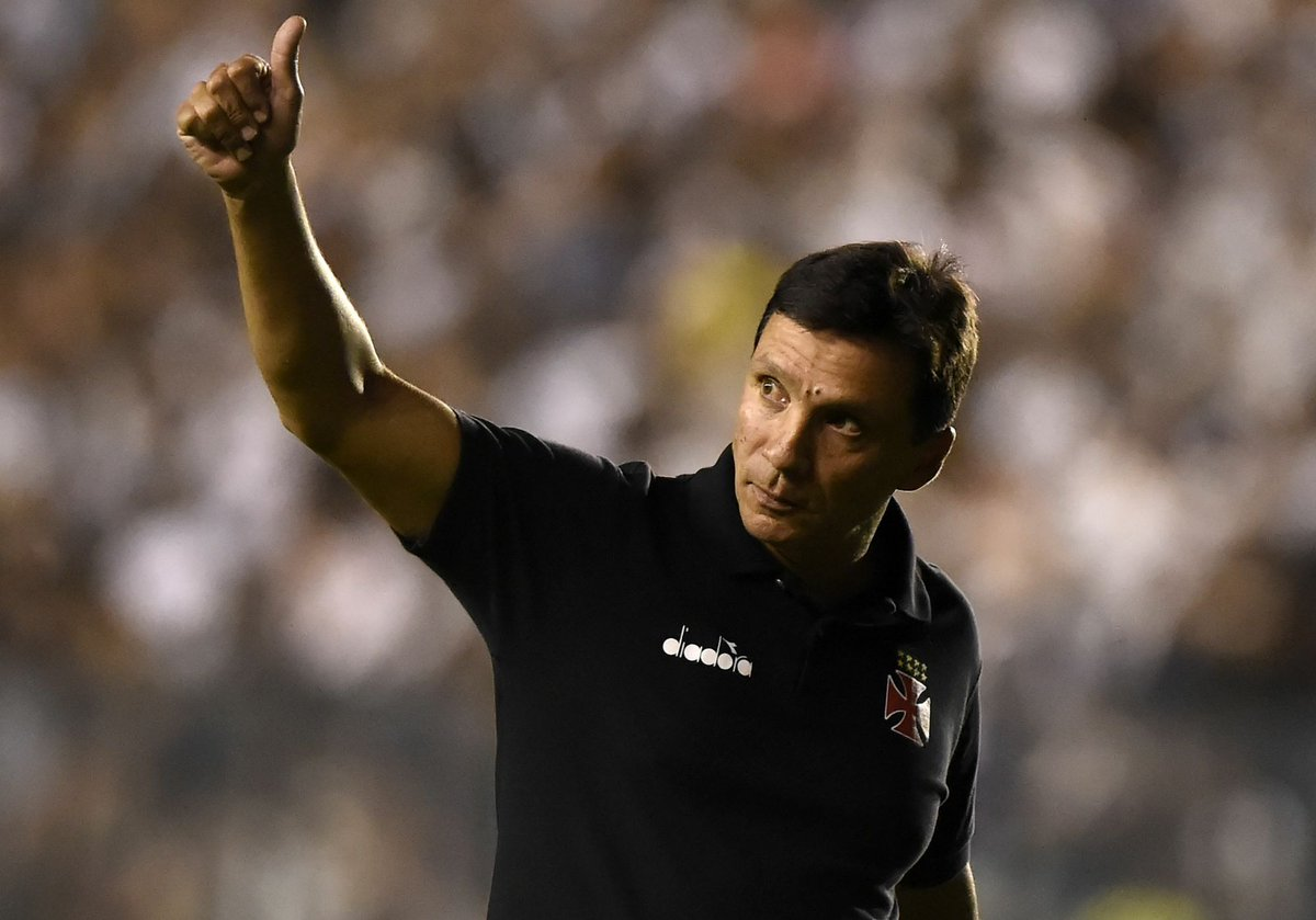 Zé Ricardo teve seu nome gritado pela torcida em São Januário. Que nota merece o trabalho do técnico no Vasco?