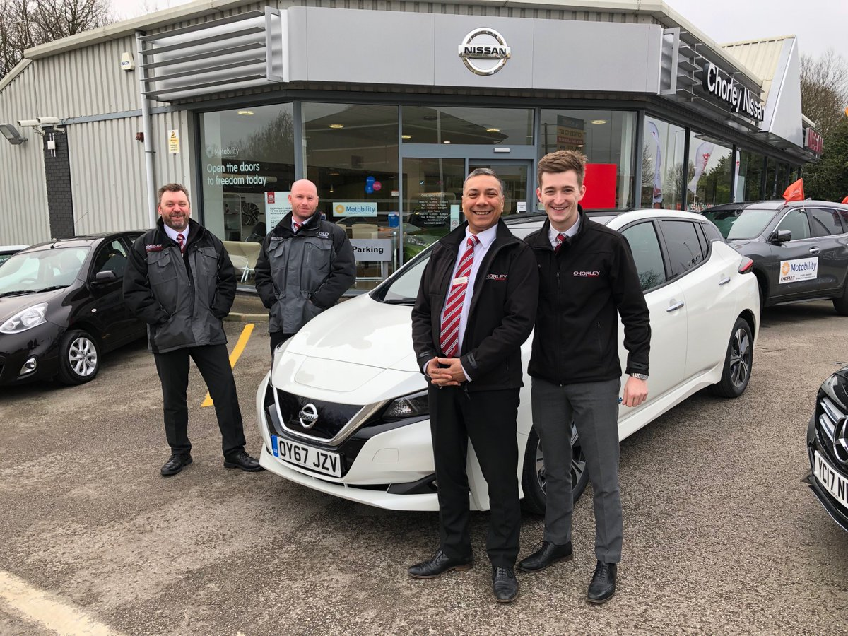 Next stop was @ChorleyNissanEV in Chorley, where we got our picture just before the snow came! Thanks for having us. #SimplyAmazing #Nissan #LEAF https://t.co/gQtaJdlTZi https://t.co/AqzAGoZjmT