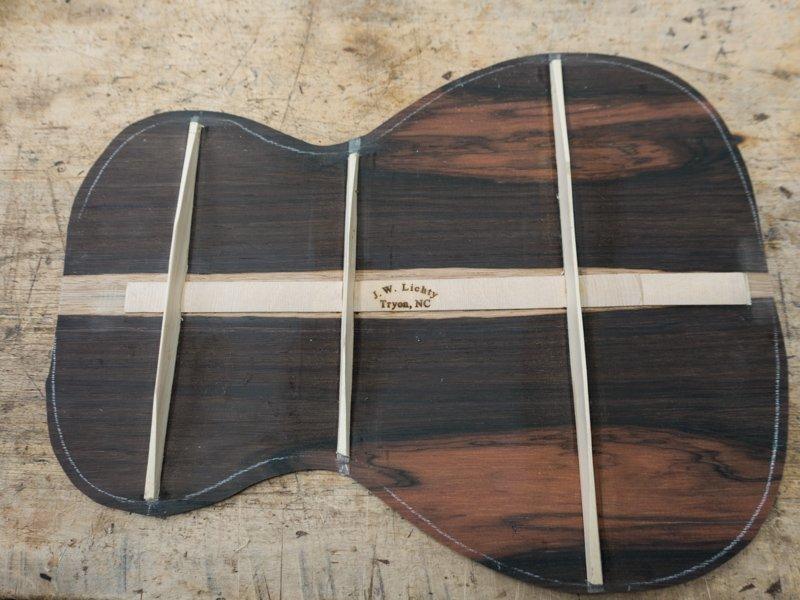 Brazilian Rosewood and Sinker Cedar grace this custom baritone ukulele on the workbench. Appointments include a #purflex rosette. Follow the build ...  http:// lichtyguitars.com/2018/02/15/bar itone-ukulele-construction-u132/  …  #ukulele #baritoneukulele #luthier #ukulelemaker<br>http://pic.twitter.com/2H18sFOpJQ
