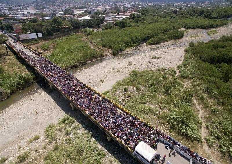 Mais de 100 mil venezuelanos solicitaram asilo no exterior, segundo Acnur https://t.co/NfiVTeqaMO