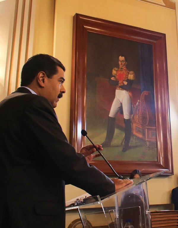 """Sobre medida de embargo petrolero a Venezuela impulsada por EEUU """"Sería uno de los errores más grandes que cometería la gestión de Donald Trump, le costaría sus carrera política, Venezuela cuenta con un mercado internacional"""" reseñó @NicolasMaduro #VenezuelaDemocraciaPlena"""