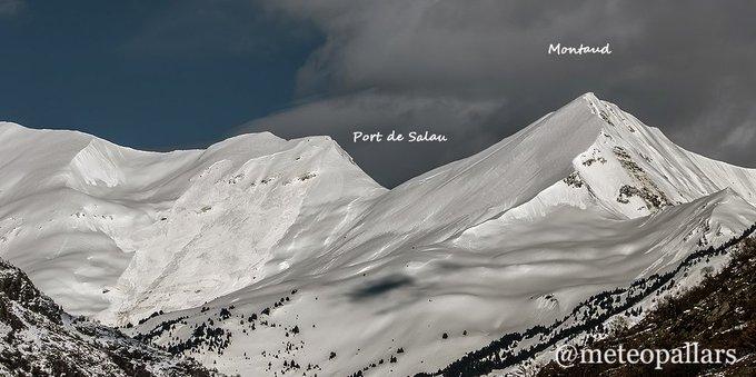 Alta Vall d'Alós frontera amb Occitania  aquest mati, esplendida de neu i d'allaus i que amb aquesta calor encara és produiran més...molta atenció