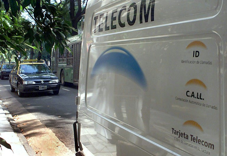 Telecom Argentina twitter.