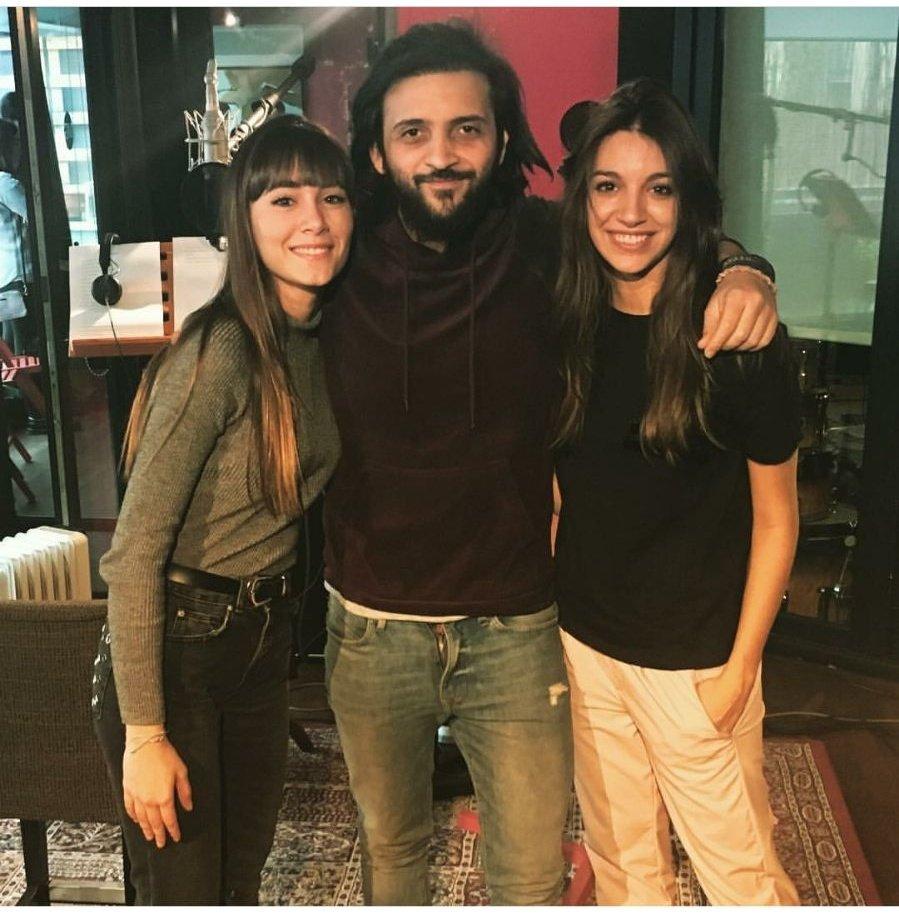 Aitana y Ana con el productor Paco Salaz...