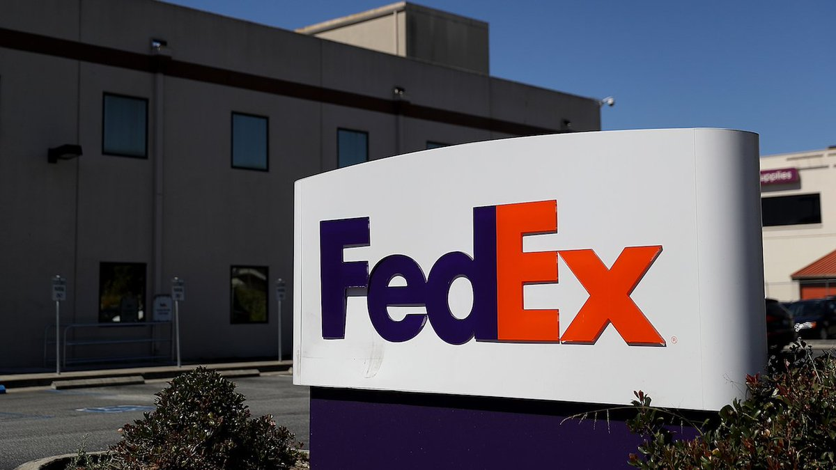 119,000 passports and photo IDs of FedEx customers found on unsecured Amazon server https://t.co/1ZuaLv0REg