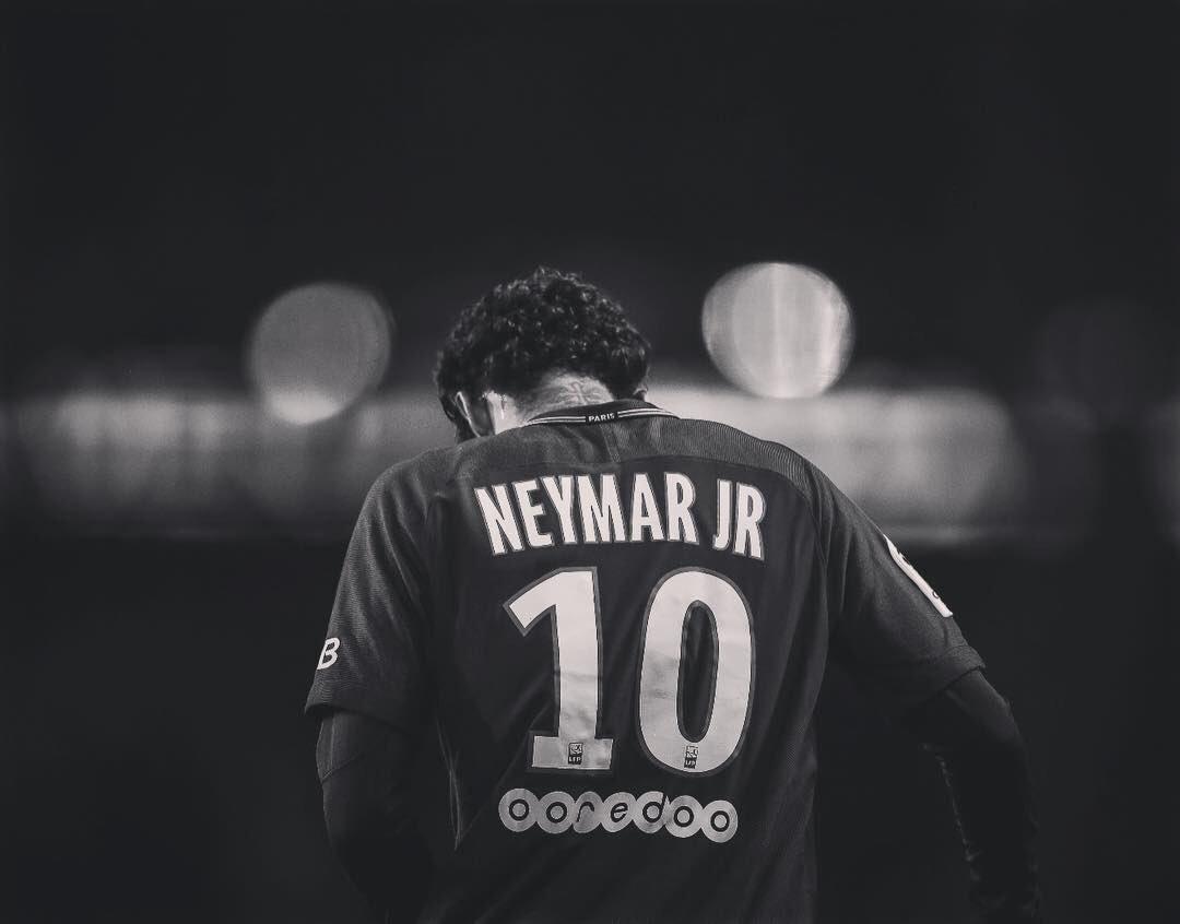 """Obrigado meu Deus por todos os momentos que tenho no futebol, principalmente os mais difíceis! 🙏🏽 """"Nunca te disse que a caminhada seria fácil, mas sim que valeria a pena"""" 🙏🏽"""