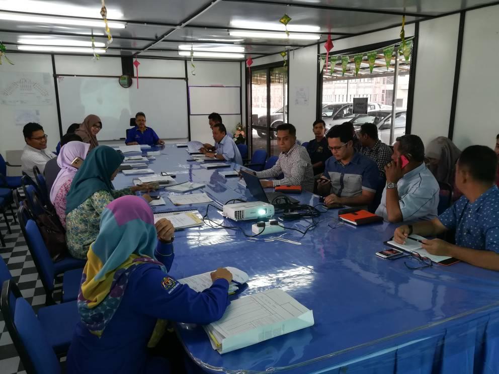 FEBRUARI 2018 Mesyuarat tapak ke-17 bagi projek Membina Kompleks Pejabat Suruhanjaya Pencegahan Rasuah Malaysia(SPRM) Negeri Terengganu. #BerJasaKepadaRakyat #infrarakyat #negaraku #PPPT #JKR @jid_nek @TeamProjekTrg @irckb_chedin @yusufghani200