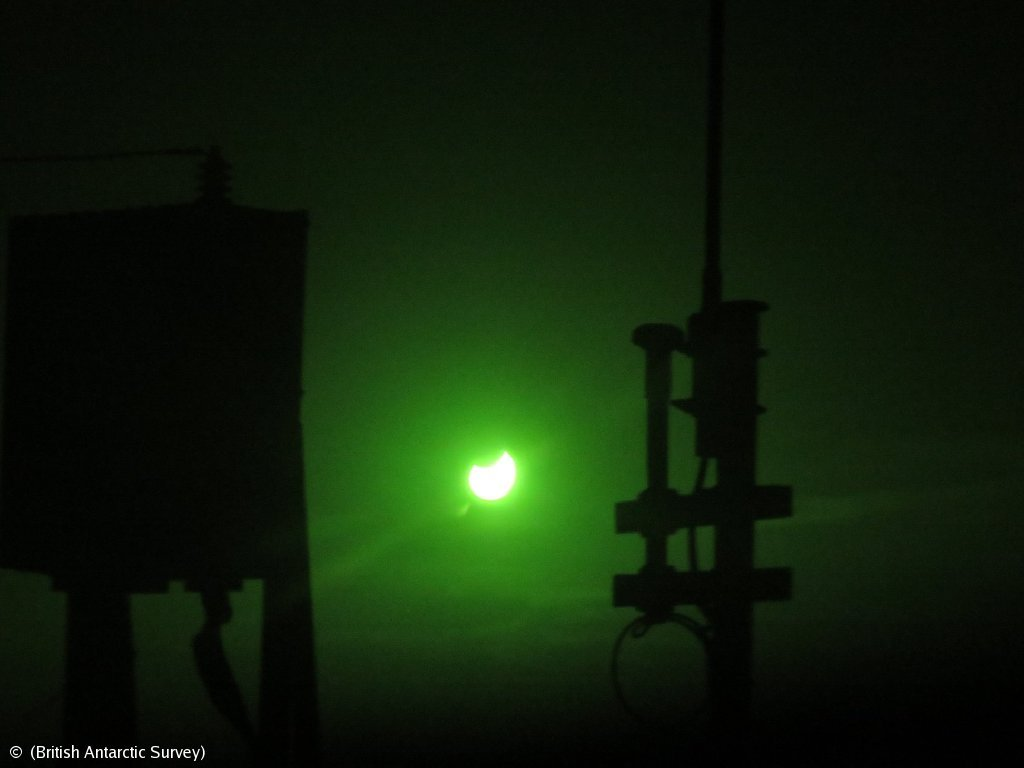 Partial Solar Eclipse spotted by the crew on the JCR! #Antarctica #SolarEclipse #Eclipse #moon bas.ac.uk/polar-operatio…