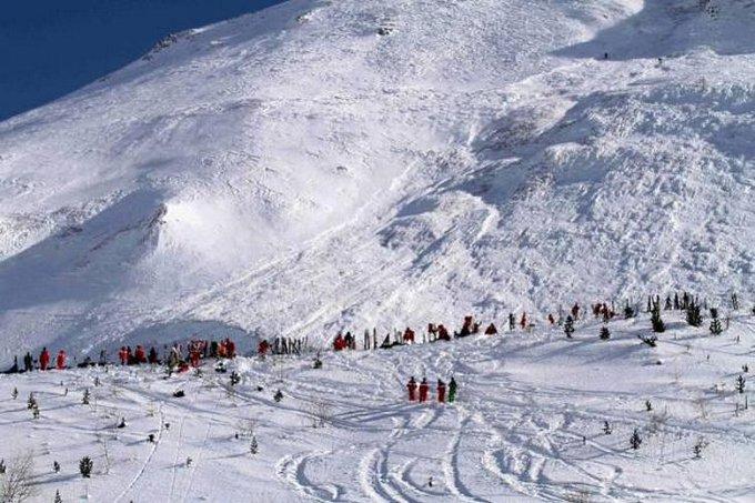 Una avalancha mata a 3 esquiadores cerca de la estación francesa de Cauterets https://t.co/84GMeFwkir