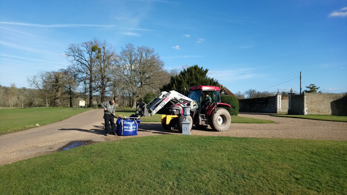 Busy getting ready for our Wedding Showcase on Sunday and making sure we look our best! Gravel being replaced and neatly raked on the drive in front of the House.  Well done Phil, Russell and Martin!