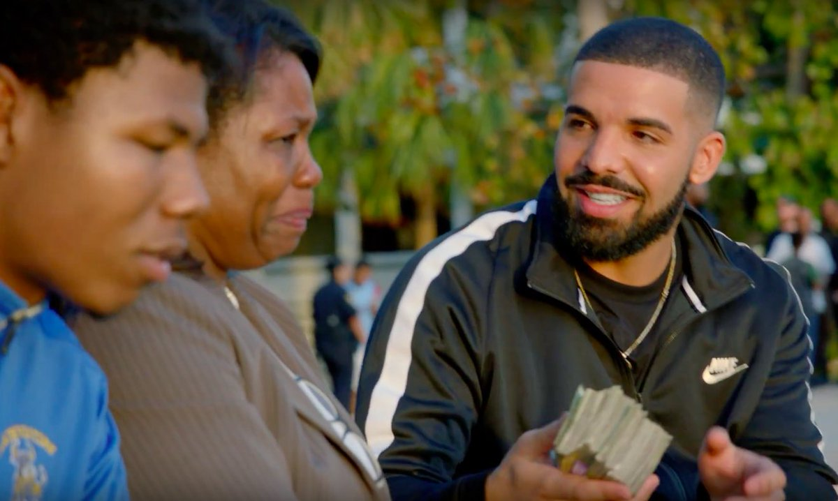 """drake gave away almost a million dollars in his new """"god's plan"""" video like a real one 😭😭😭 https://t.co/dCEIqEwl3N"""