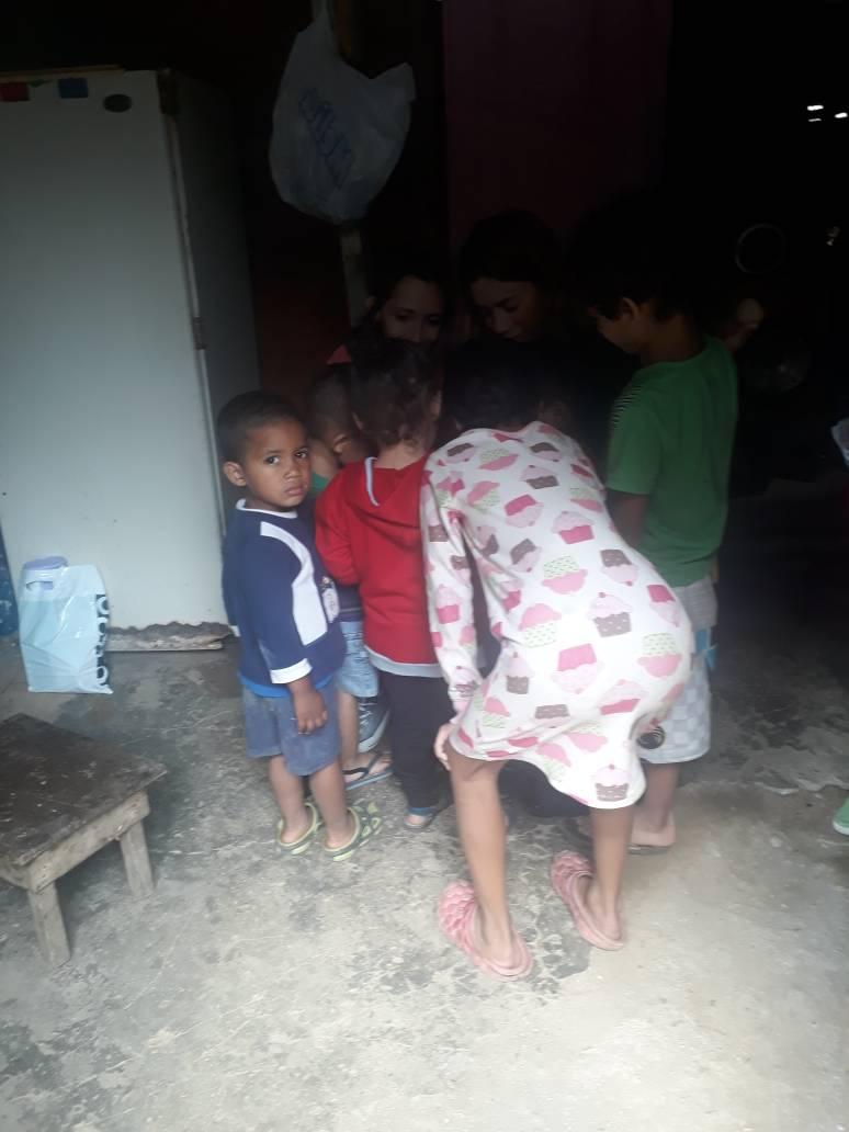 DE EMERGENCIA. Se solicita con carácter de urgencia. Familia en pobreza  extrema en Casalta 2. Vivienda en riesgo. Donación de fórmulas (leche), pañales, compotas, crema de arroz. Dos niños con grave problema de desnutrición. 02124482487 URGENTE. https://t.co/GiGwaVH9KK