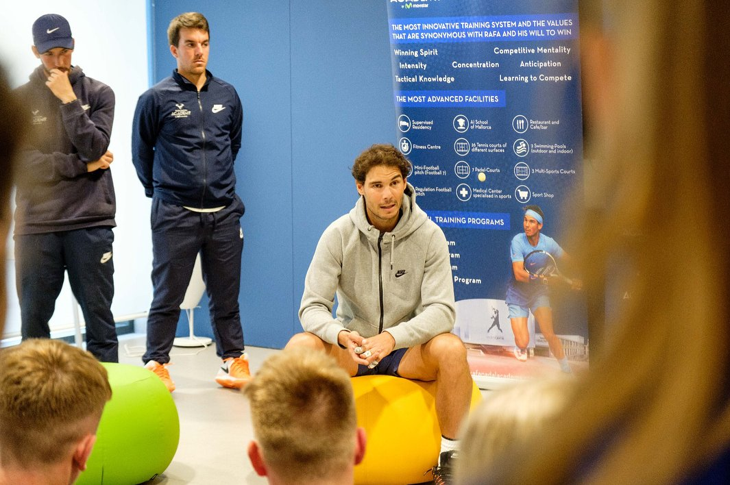 "rafanadalacademy IG: ""Special day at the Rafa Nadal Academy by Movistar. Our players shared the day with @rafanadal. Listen, respect, learn and work in the face of adversity #RNAvalues""  https://www. instagram.com/rafanadalacade my/   … <br>http://pic.twitter.com/ybUaKArD9p"