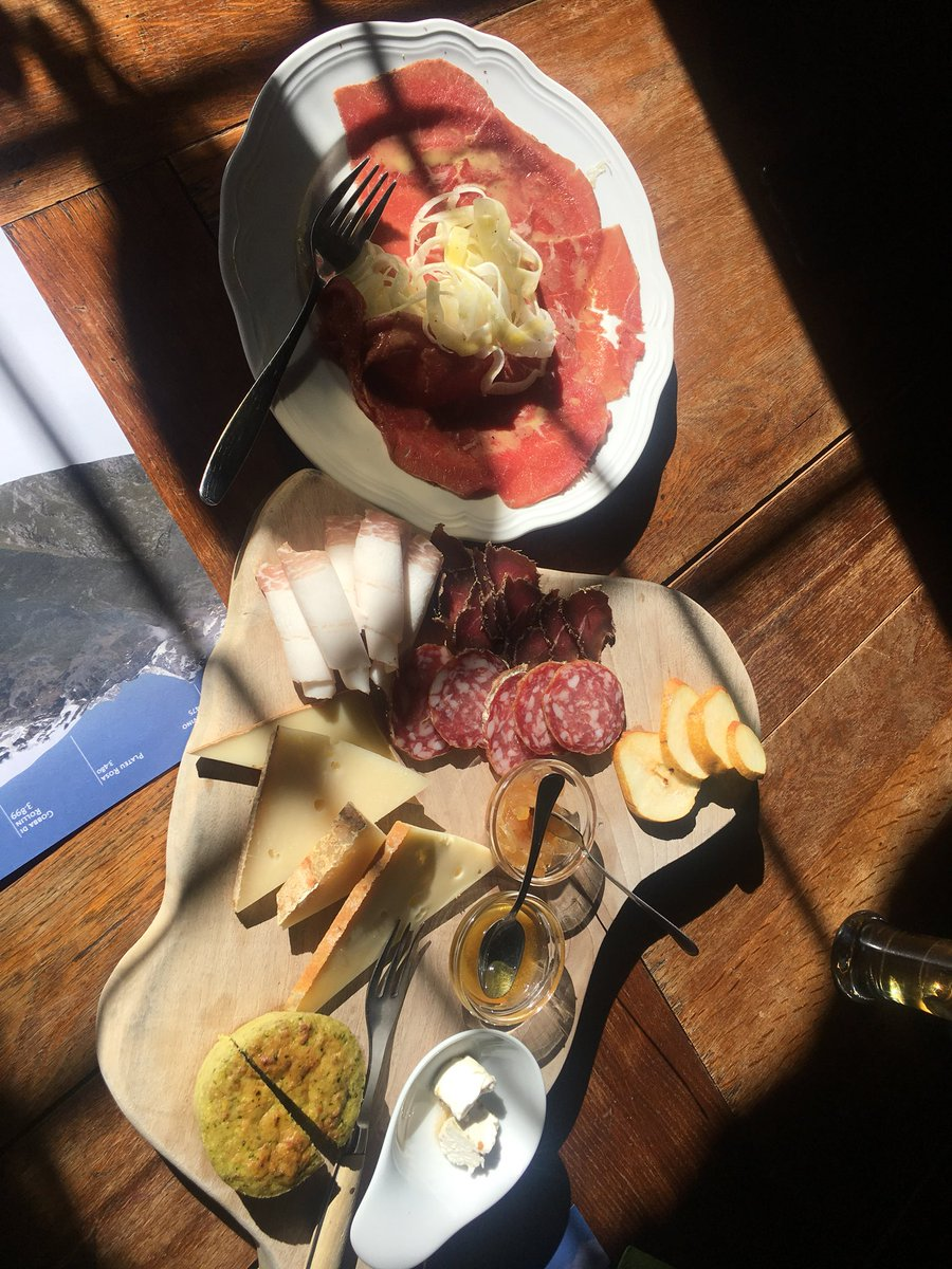 test Twitter Media - Walk and walk in Val d'Ayas, then a mirage appears: a small restaurant with local meats & cheeses. And a glass of Torrette wine. Zeus exists https://t.co/lkx79U6sVG