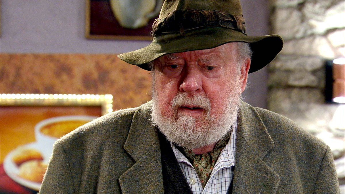 Dramatic exit on #Emmerdale as actor, 90...