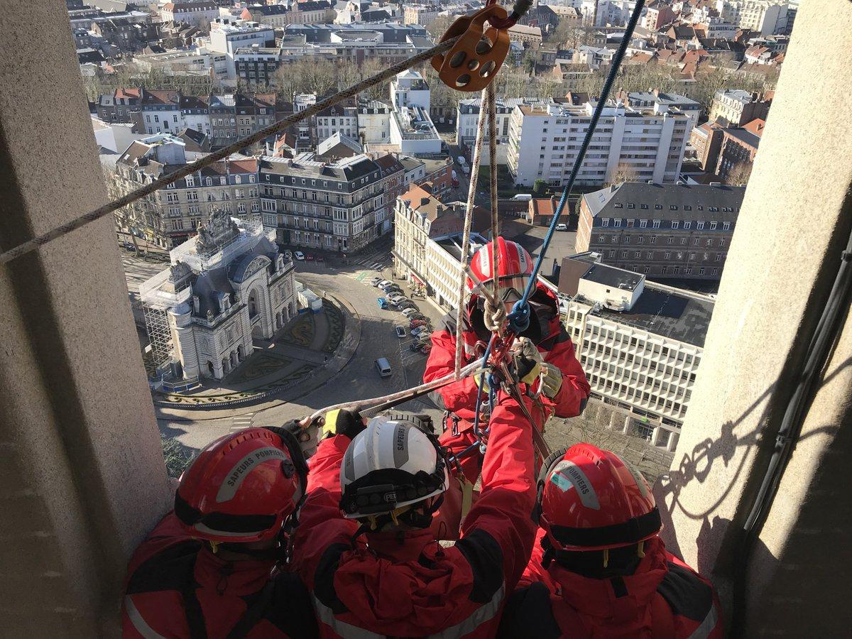 Spectaculaire exercice des #pompiers en...