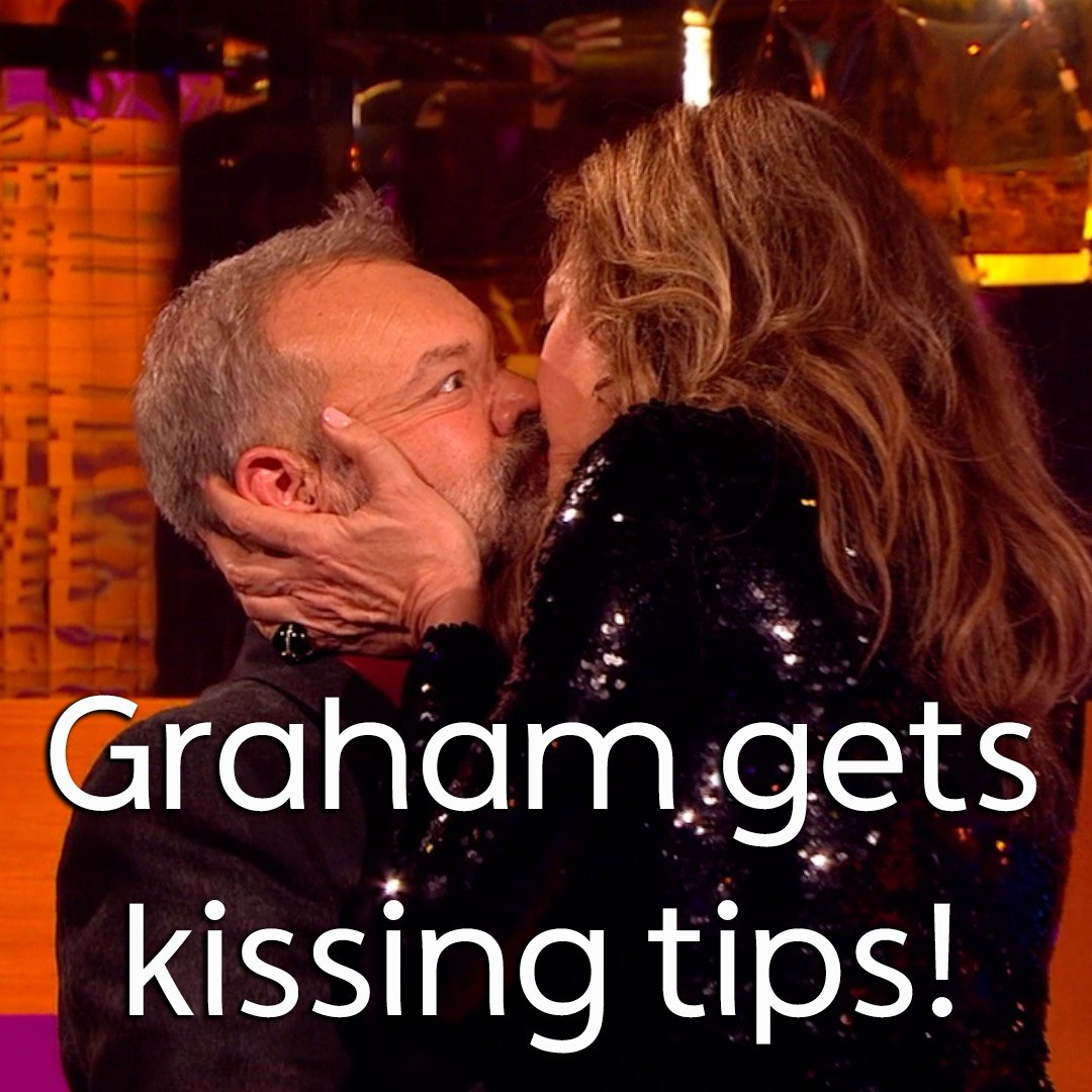 Date tonight? Take some kissing tips from @TheGNShow. 💋 @MargotRobbie @AllisonBJanney https://t.co/WKzXrbBMNK