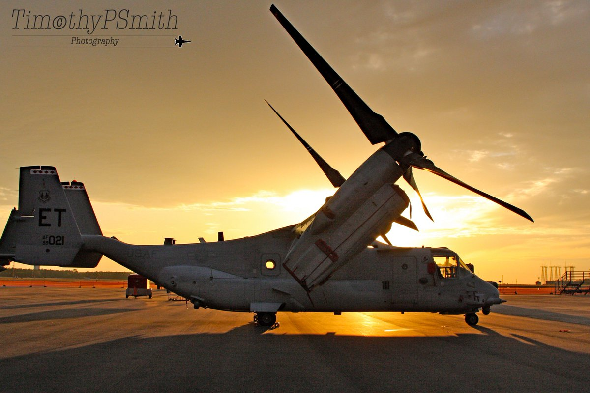 Elgin AFB Florida 04/2010. A #USAF V-22 Osprey from the 413th Flight Test Squadron of the 46th Test Wing stationed at Hurlburt in sunlight and shadows #OspreySunset #Tiltrotor #AvGeek🇺🇸