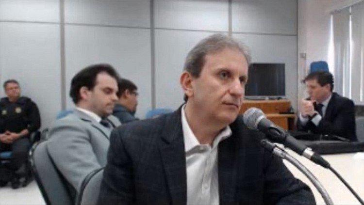 Doleiro cita R$ 75 mi em propinas em contratos da Odebrecht e OAS que MPF relaciona a obras do sítio: https://t.co/4FGHVMJSUX