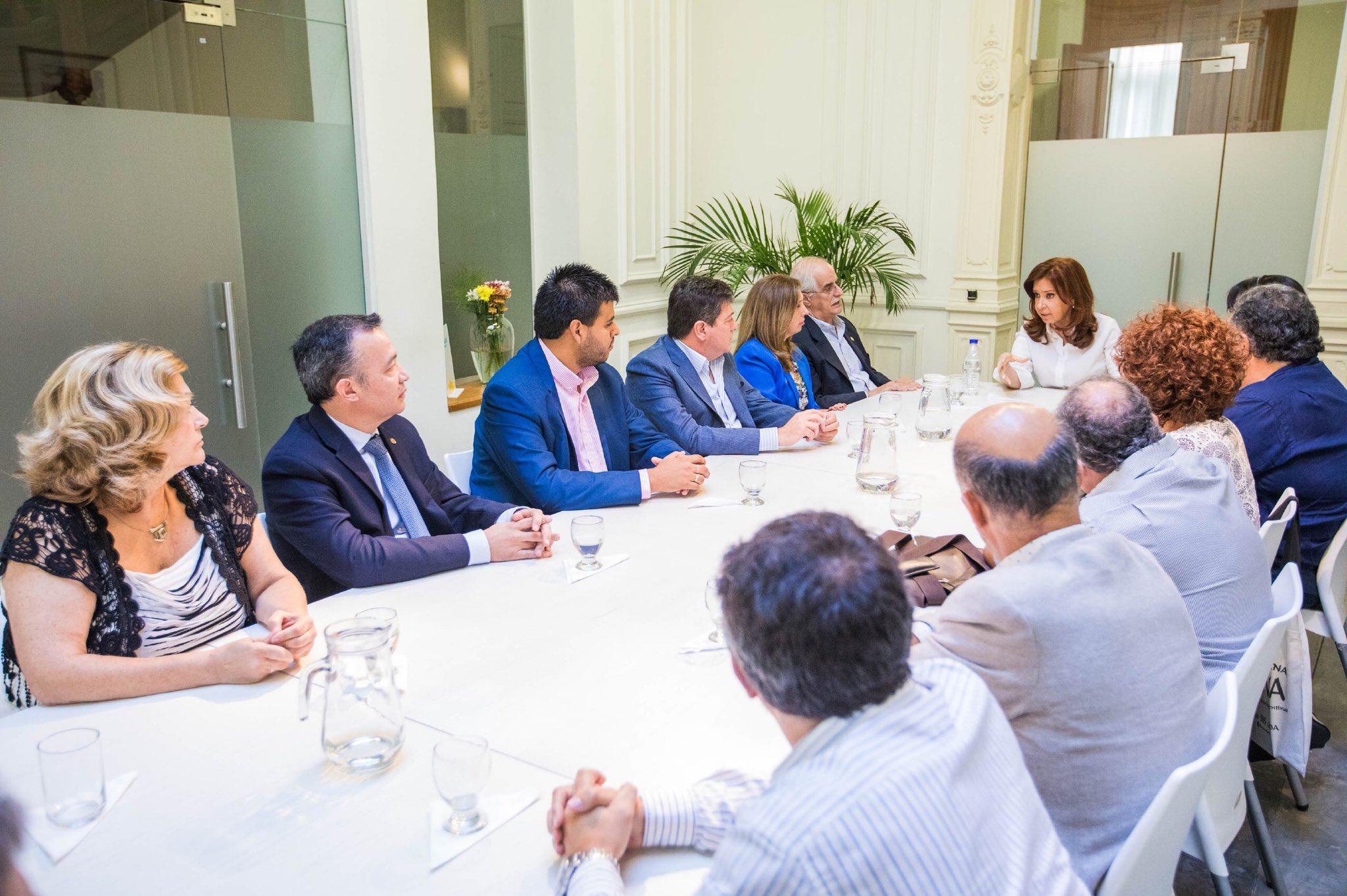 Hoy reunión en el @inst_PATRIAar con parlamentarios y parlamentarias del @PARLASUR https://t.co/ny8w0GNjSF