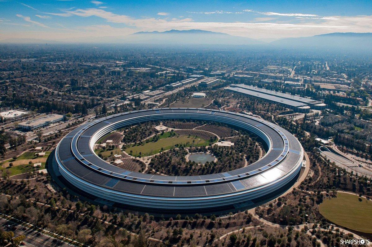苹果新总部对玻璃的痴迷,带来了意想不到的结果:员工不断撞上玻璃门。某些意外很严重,需要急救人员来帮助受伤员工 // Apple employees can't stop walking into the beautiful glass doors at new Apple Park campus https://t.co/GqaYOPhazb https://t.co/89sXjSFJ4i 1